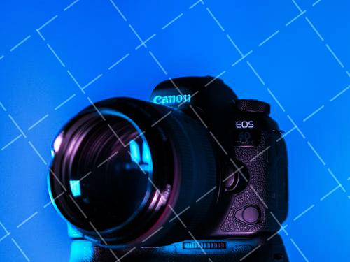 《【星图娱乐代理注册】富士发布28mm定焦镜头APS-C画幅便携机XF10500美元(约3369元)》