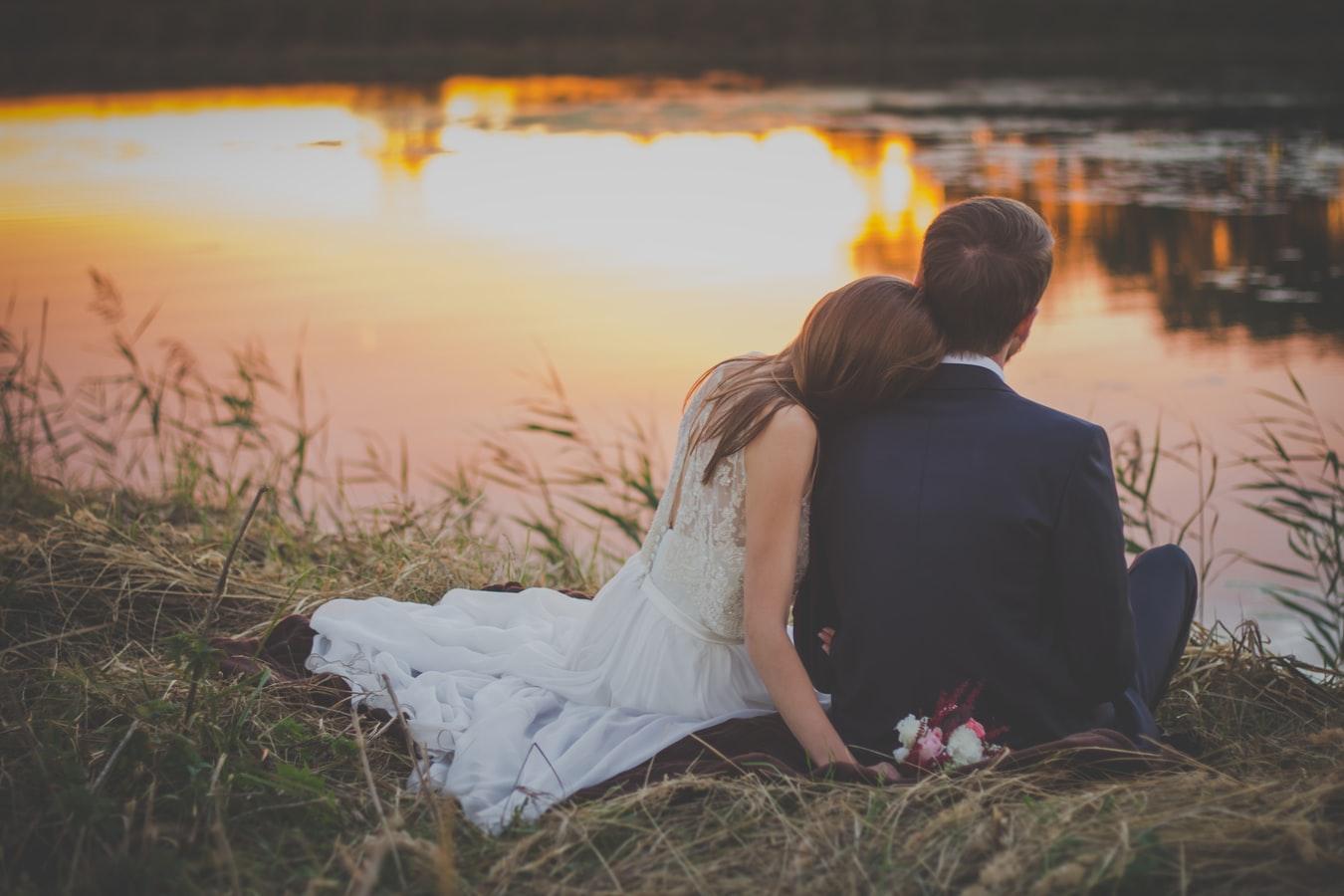 为什么结婚要穿白色婚纱?