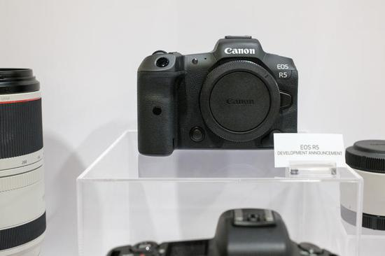 EOS R5和RF100-500鏡頭最新外觀展示