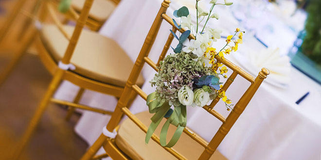 戶外婚禮流行的當下,椅背裝飾又該如何出彩?