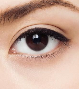 学会这几步,轻松画出完美眼线~
