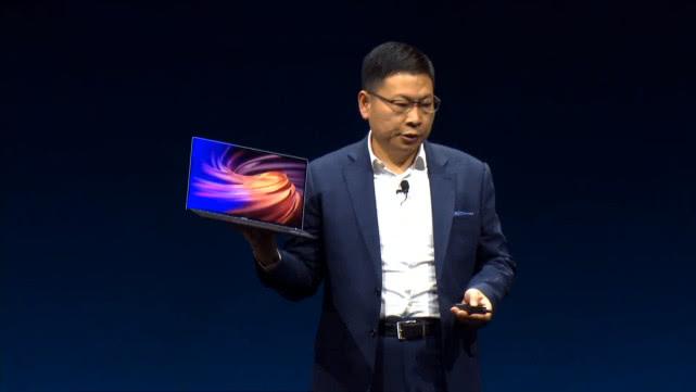 华为2019最新折叠屏手机来袭  完爆三星最新折叠屏