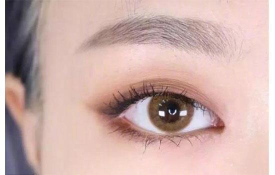 精致的眼妆
