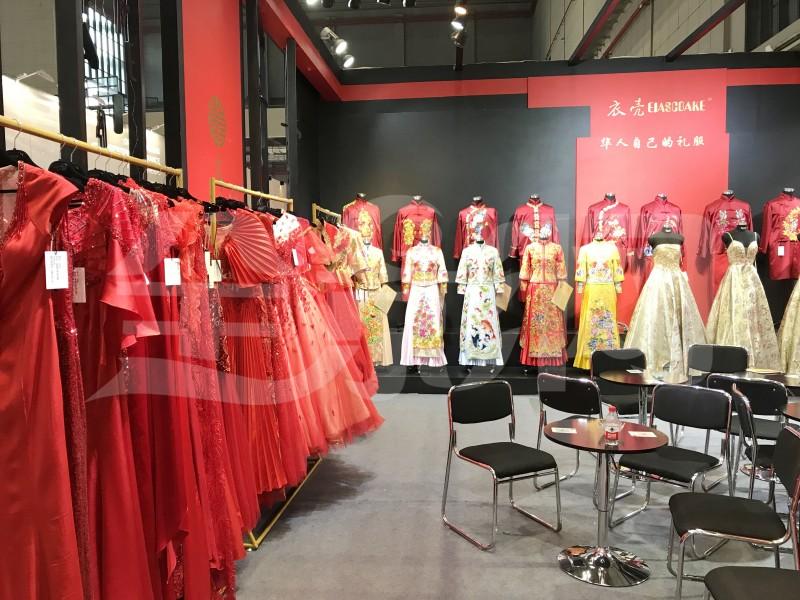 衣壳|华人自己的礼服