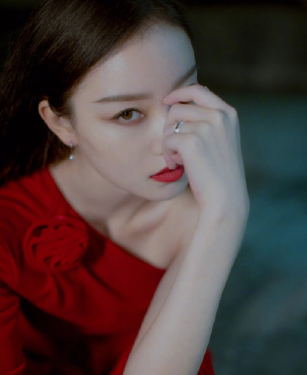 女生绝美红唇妆太诱人 热巴娜扎三吉彩花各有各的美