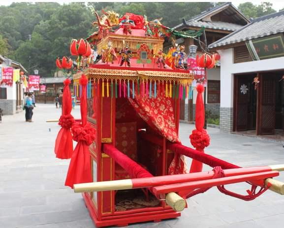 马来西亚:汉式婚礼成流行, 新郎网购花轿礼服