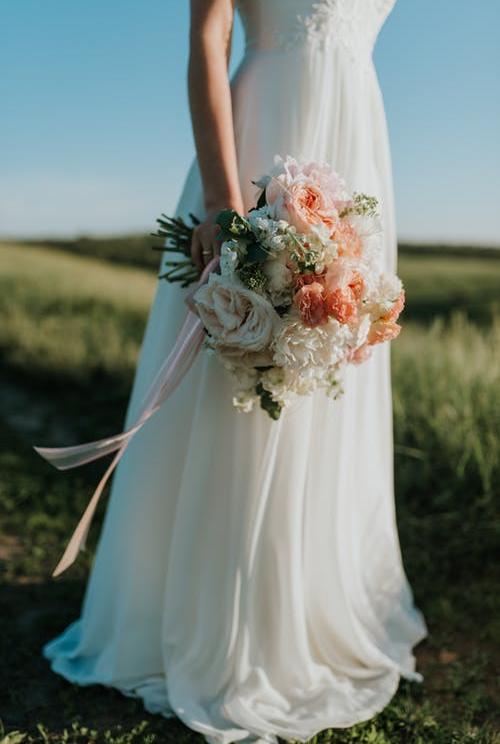 外景婚纱摄影如何摆姿势?