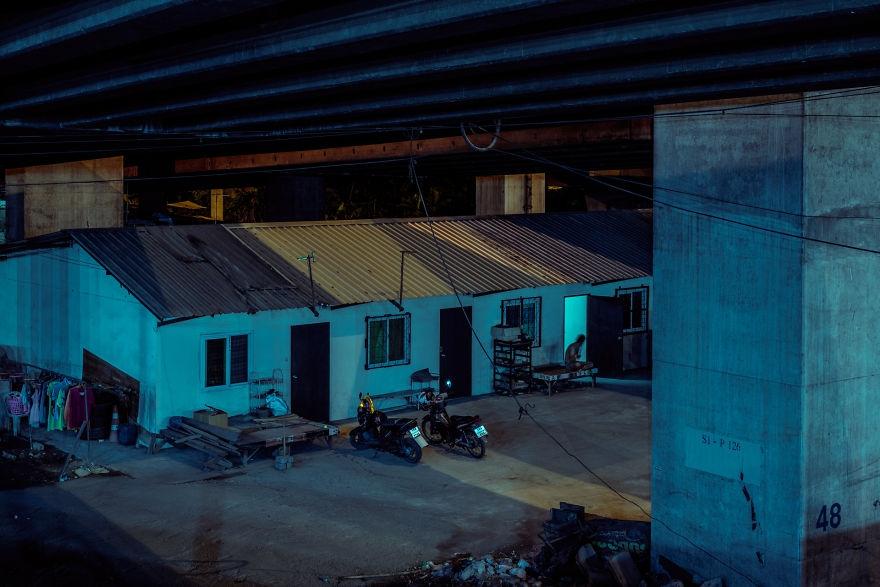 空寂無人的曼谷街頭 冷色調的霓虹夜晚