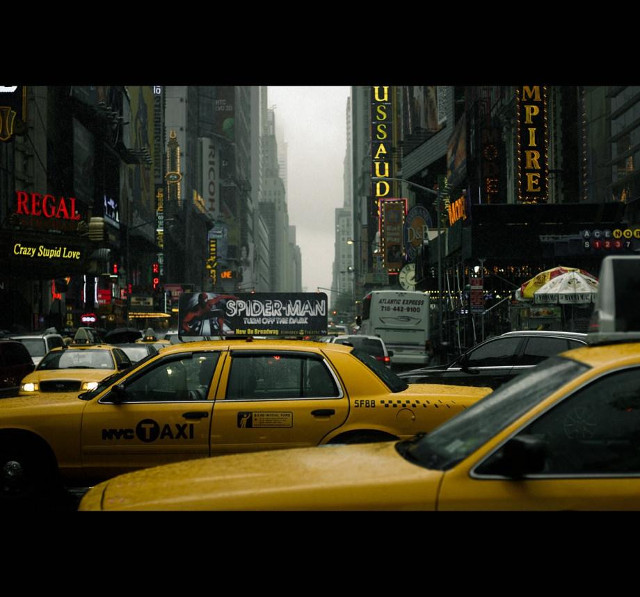 充滿電影感的視覺構圖 色彩濃郁的街頭攝影