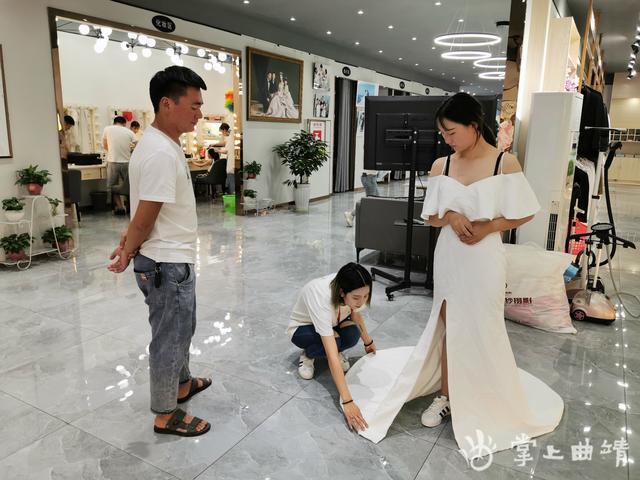 婚纱摄影缓步重启,90%新人倾向本地拍摄