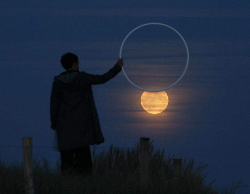 長焦下的有趣借位 曠野中的皎潔月光